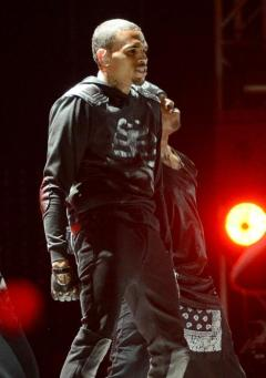 Chris_Brown_2013_BET_Awards_Show_Performance