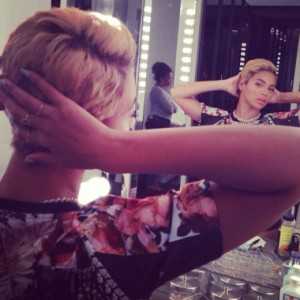 essencecom-beyonce-debuts-her-a-short-blonde-pixie-hair-cut-on-instagram_520x520_12