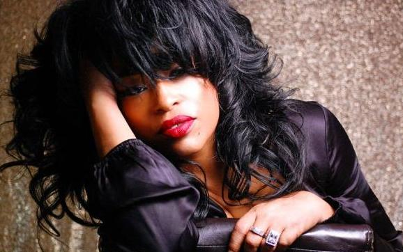 main-photo-miki_howard_love under new management